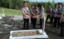 Polres Sijunjung Gelar Tabur Bunga di Taman Makam Pahlawan
