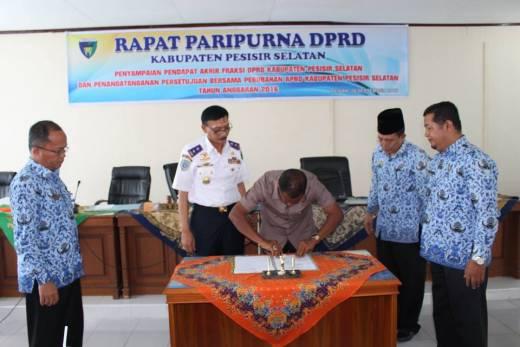 DPRD dan Pemkab Pesisir Selatan Tandatangani Persetujuan APBD-P 2016
