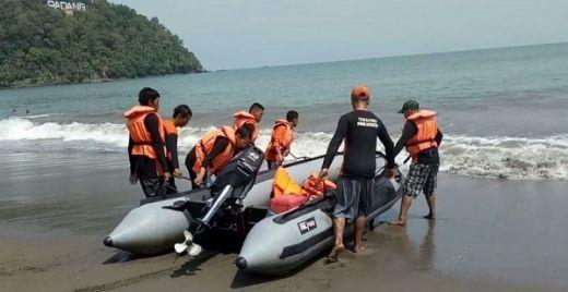Demi Kenyamanan dan Keselamatan Pengunjung, Puluhan Relawan Padang Baywatch Jaga Pantai Padang