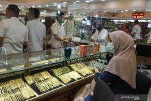 Harga Emas di Pasar Raya Padang Turun