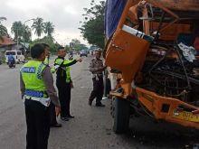 Tabrak Truk Batubara Lagi Parkir, Supir Truk Asal Riau Tewas di Dharmasraya