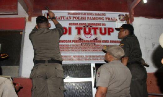Sambut Tahun Baru, Belasan Kafe Tanpa Izin Digembok Satpol PP Kota Padang