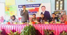 Anggota Komisi X DPR RI Serahkan Beasiswa PIP di SMAN 2 Pulau Punjung