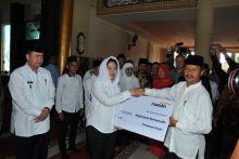 Berkunjung ke Padang Pariaman Menko PMK Lihat Kawasan Wisata Religius Masjid Syekh Burhanuddin
