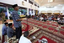 Buka Puasa Bersama Pengurus KONI Padang, Walikota: Kunci Sepakbola, Pembinaan Usia Dini!