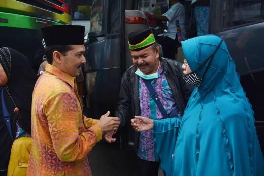 167 Jemaah Haji Kota Padang Panjang Pulang Dengan Selamat