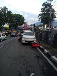 Pengunjung Kota Bukittinggi Ini Kecewa, Ban Mobil Mereka Dikempiskan Petugas Tanpa Pemberitahuan