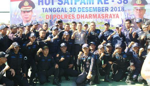 Pimpin Upacara HUT Satpam ke-38, Kapolres Dharmasraya Ajak Para Satpam Ikut Menjaga Kamtibmas