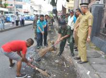 Onde Mande, Banyak Sampah di Depan Masjid Taqwa Muhammadiyah Padang