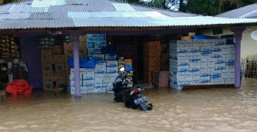 Hujan Lebat, Banjir Rendam Air Bangis Pasaman Barat
